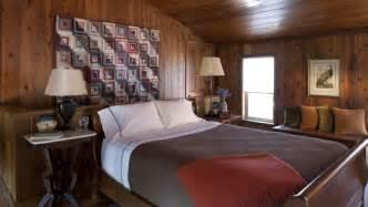 revetement sol chambre adulte couleur pour chambre chaleureuse aux tons foncés