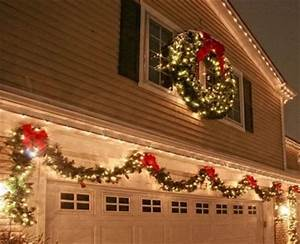 7 Awesome Tips to Decorate Your Garage Door for Christmas