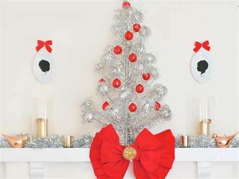 modern christmas decorating themes hgtv