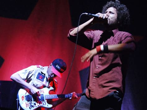 Rage Against The Machine perform Killing In The Name ...