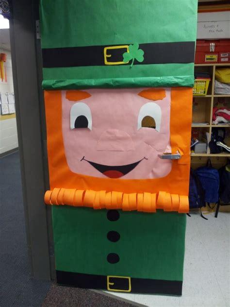 53 classroom door decoration projects for teachers - St Day Door Decorations