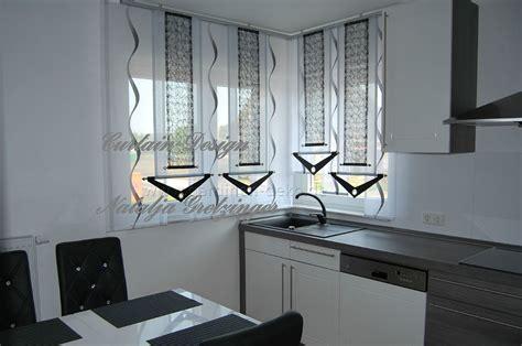 Grauer Schiebevorhang Mit Dekonetzen Für Die Küche