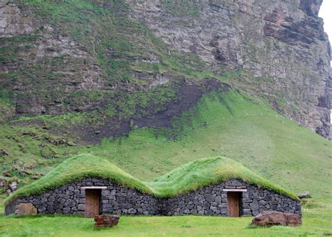 Haus Mit Grasdach by Grass Roofs Across The Globe 54 Pics