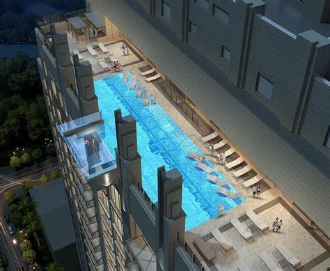pool mit glasboden vom 42 stock 252 ber einen glasbodenpool laufen