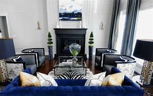 les 25 meilleures idees de la categorie tapis zebre sur With tapis peau de vache avec canapé bleu velours