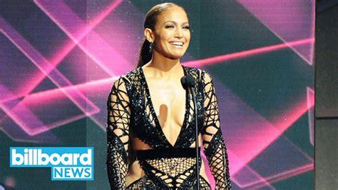Jennifer Lopez Performs 'mírate' At The 2017 Billboard