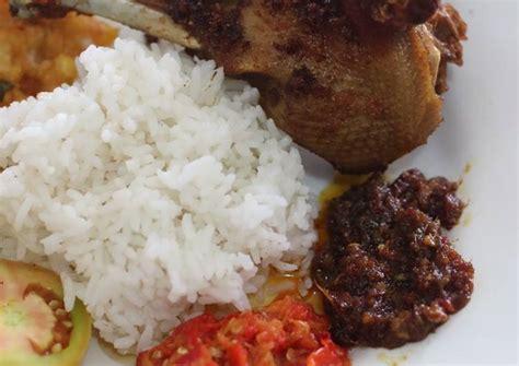 Hidangan bebek goreng hitam madura pastinya menggoyang lidah anda. Resep Bebek Bumbu Hitam khas Madura oleh Anis Nur Yasmine - Cookpad