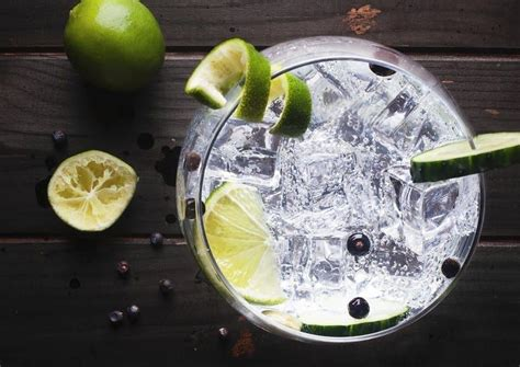 Drinking gin and tonic could help reduce hay fever ...