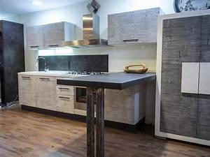 cucina moderna con penisola industrial integrata in legno e bambu Cucine a prezzi scontati