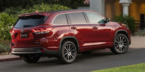 toyota highlander  buy review consumer guide auto