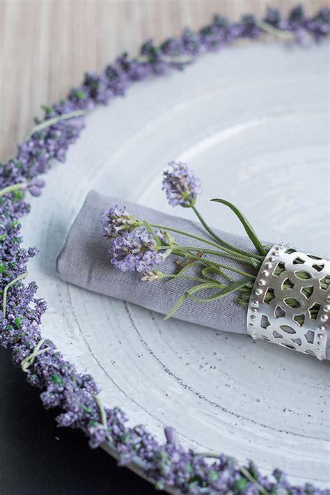 Tischdeko Mit Lavendel by Tischdeko Im Lavendel Look Sch 246 N Bei Dir By Depot