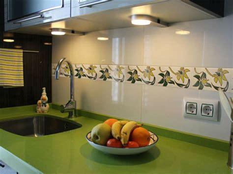 como renovar la cenefa de la cocina  el bano bricolaje