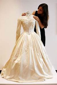 daily news on celebrities worldwide and entertainment news With elizabeth taylor wedding dresses