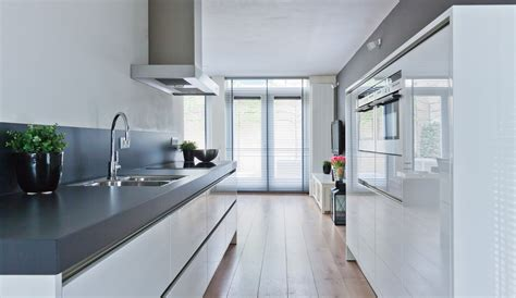 Kitchen Equipment Netherlands by A Stylish And Sleek Siematic High Gloss White Handless