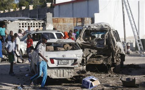 siege cars somali forces end restaurant siege 20 dead al jazeera
