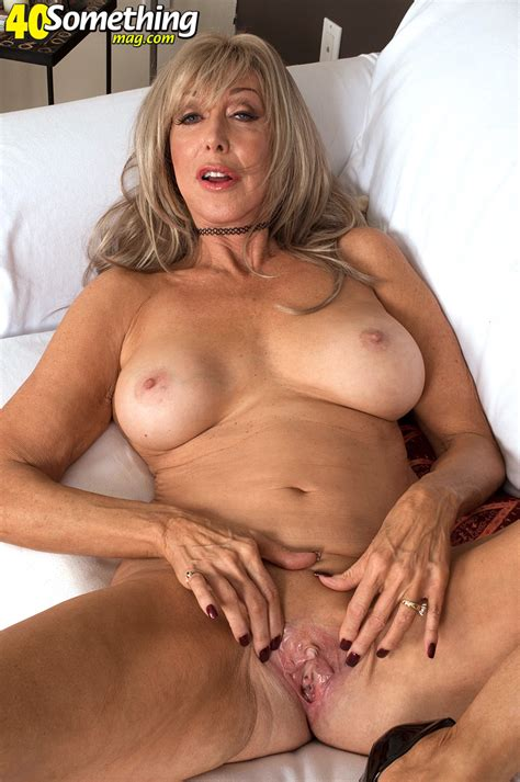 Hot Bitch With Sexy Round Breasts Mature Xxx Pics