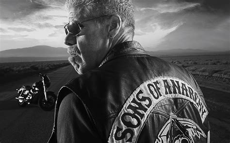 Sons Of Anarchy's Ron Perlman Proves Body Image Concerns