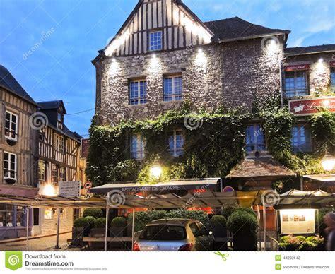 gebouw les maisons de lea in honfleur frankrijk redactionele fotografie beeld 44292642