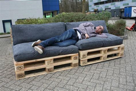 tuinbank van pallets maak in een handomdraai een loungebank van pallets