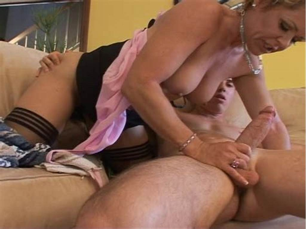 #Kelly #Shows #Delivery #Boy #How #To #Deliver #The #Goods