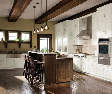 quarter sawn oak kitchen cabinets quartersawn oak cabinets in rustic kitchen decora 7620
