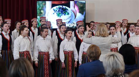 Latviešu komponistu radītas Ziemssvētku dziesmas koncertā ...