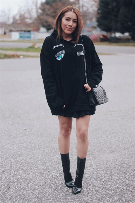 Oversized Black Hoodie Outfits