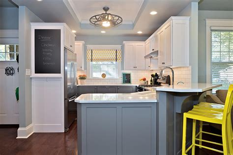 kitchen color schemes with painted cabinets some great ideas for kitchen paint colors tcg 9201