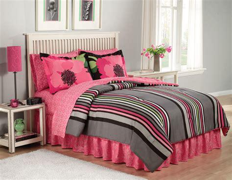Extrodinary Teen Girl Bedding Seventeen Reagan Quilt2