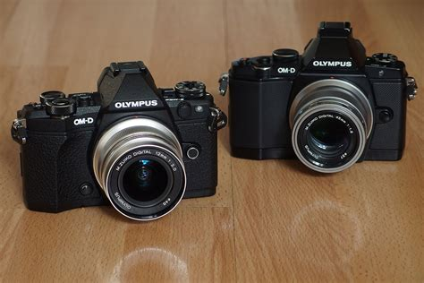differences   olympus om    mark ii
