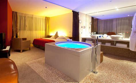 chambre jaccuzzi suite chambres barcelone hôtel diagonal zero