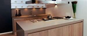 Cuisine - Plan de travail en îlot de cuisine classique ...