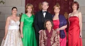Las Hijas Del Rey De Ruman U00eda  Cinco Princesas Unidas Por Los Esc U00e1ndalos