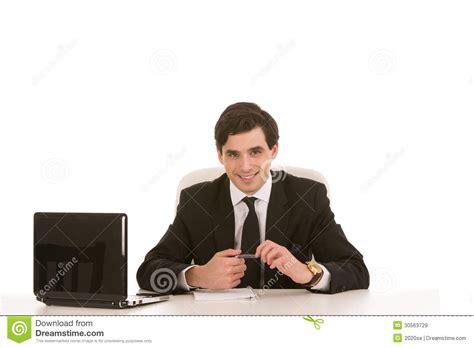 bureau homme d affaire homme d 39 affaires réussi assis à bureau images libres