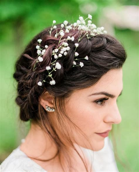 Simple and elegant flower crown for your wedding day