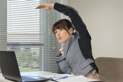 se muscler au bureau comment se muscler discrètement au bureau we