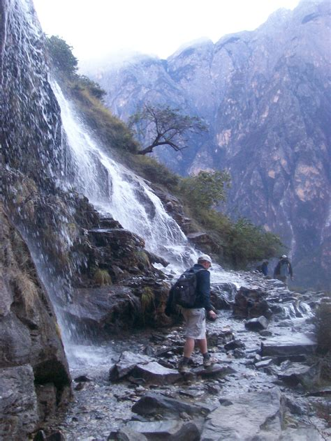tiger leaping gorge hiking yunnan provincemonkboughtlunch