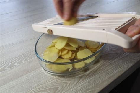 une mandoline en cuisine coupe à la mandoline je cuisine