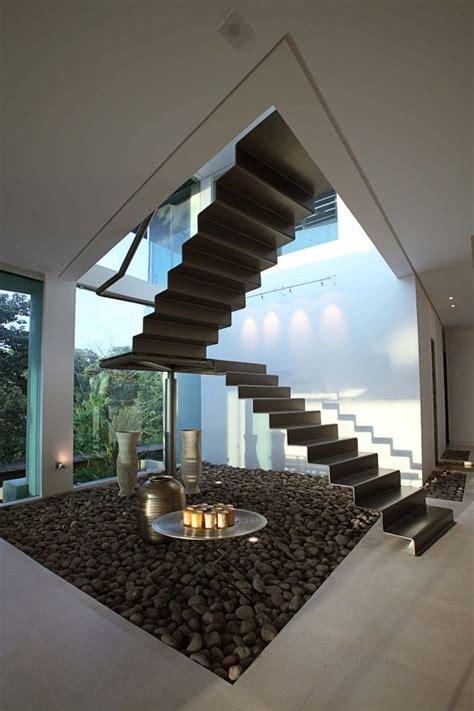 dans la cuisine escalier moderne métal escalier contemporaine métal