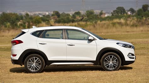 hyundai tucson  diesel price mileage reviews