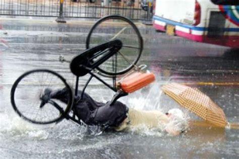 Chinese Bike Crash! Funny!! 2 At Chinese Bike Crash! Funny