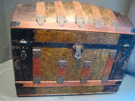 trunks antique trunk refinish wood steamer redo ehow chest wooden refinishing restoration restoring supplies diy makeover furniture metals before