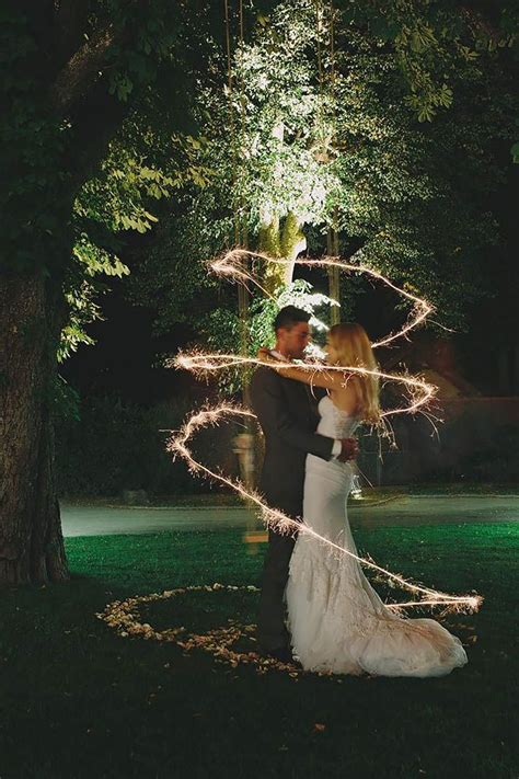 5 Unusual Sparkler Photo Ideas And Tips For Your Wedding
