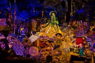 Haunted Attractions In Paris by Pirates Of The Caribbean Ride At Disneyland The