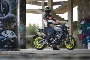 Yamaha Mt09 2017 : prueba yamaha mt 09 2017 oscura diversi n moto1pro ~ Jslefanu.com Haus und Dekorationen