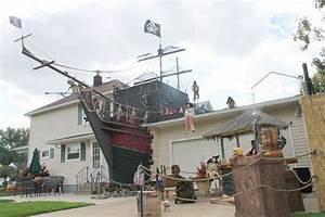 Pirate Ship Halloween Decor - 25 Halloween Outdoor