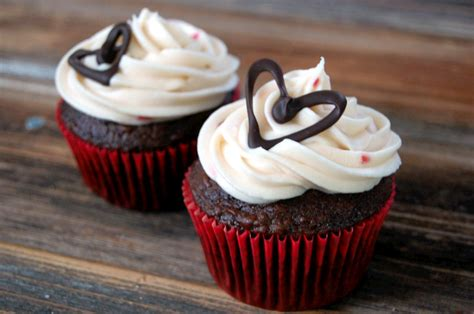 how to small batch cheese frosting chocolate cupcake decorations