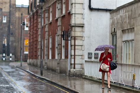 uk weather weekend   wind  rain  met office