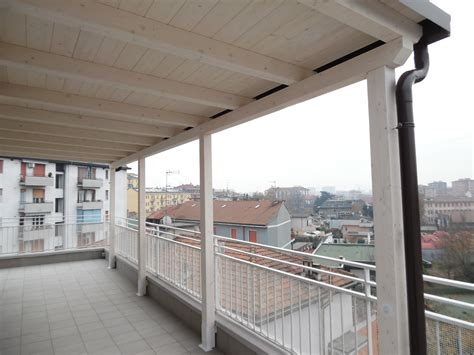 tettoia per terrazzo tettoia in legno per eterno su balcone finitura bianco