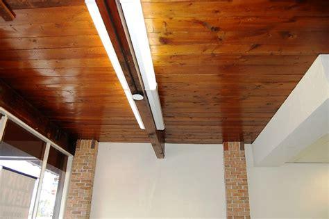 si鑒e de bar tavan pentru bar confectionat din lemn masiv si mobilier bar